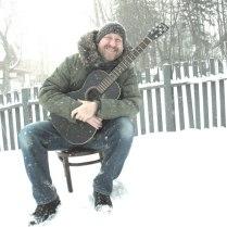 papa-crow-snowstorm